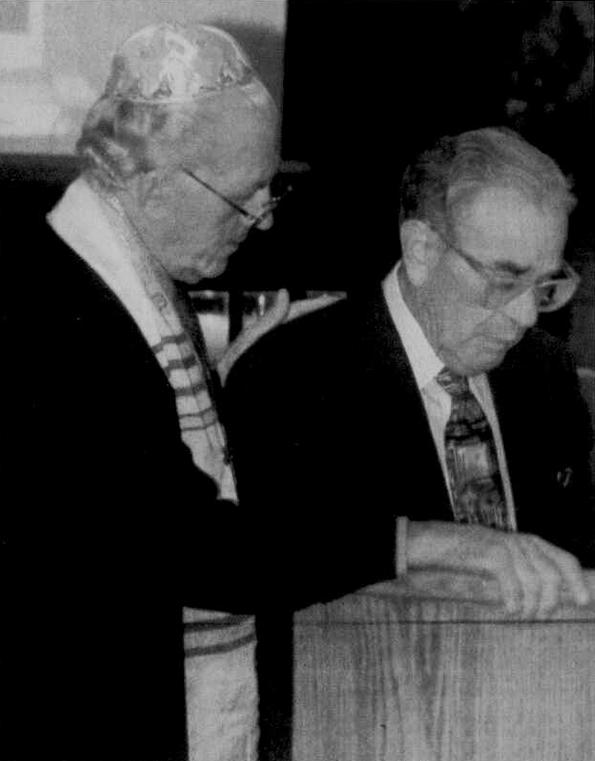 Rabbi Wein comforting Max Lewin